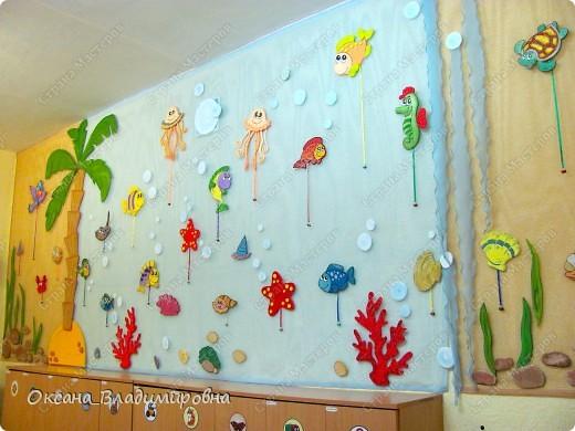 Оформляем приемную в детском саду.  Стена для детских рисунков.  фото 1