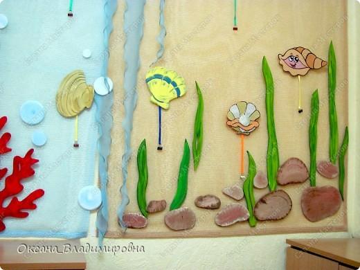 Оформляем приемную в детском саду.  Стена для детских рисунков.  фото 9
