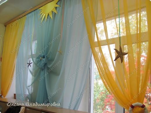 Оформляем приемную в детском саду.  Стена для детских рисунков.  фото 12
