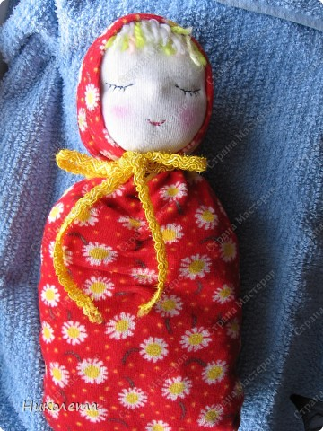 """Дорогие мастерицы, увидела на """"Ярмарке Мастеров"""" вот такую куколку и не смогла пройти мимо. Куклами никогда не увлекалась, но простота ее исполнения меня подкупила. Сшила ее за один вечер. МК по ее изготовлению  ⪡ Ссылка удалена п. 2.4 http://stranamasterov.ru/print/regulations ⪢ Может кому-то будет интересно. фото 2"""