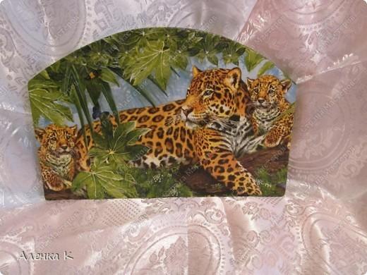 Давно любовалась на работы мастериц с такой шикарной салфеткой. Любовалась и завидовала... Но вот наконец-то и у меня появилась долгожданная салфеточка (спасибо мастерицам, приславшим по обмену и в подарок).  Так появился на свет такой  леопардовый набор под крупы. фото 5