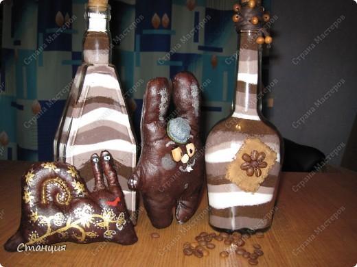 """Привет всем жителям СМ! Вот показываю своих наконец-то доделанных шоколадиков:) Бутылочки тут для маскировки))) Та, что слева, на момент фотосессии немного """"недодел"""". Но вернемся мы к зайцам. фото 10"""
