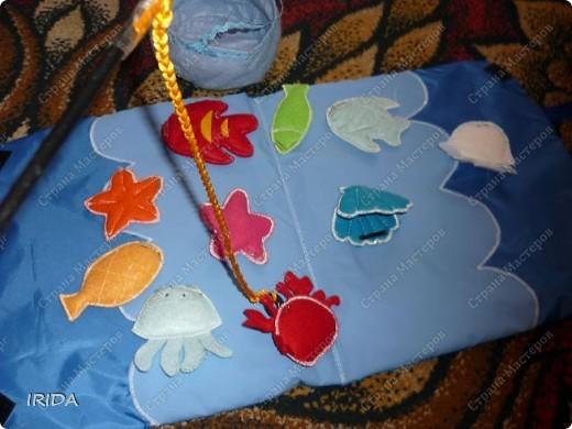 Для своей дочери я сделала вот такую книжку-рыбалку. Идею взяла из японских журналов по рукоделию. В кармашке живут морские обитатели. фото 3