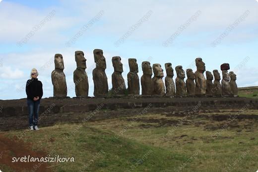 Начинается вторая часть нашего знакомства с Островом Пасхи. Это Рано-Рараку— одно из наиболее интересных мест для туристов. У подножия этого вулкана расположено около 300 моаи, различной высоты и на разной стадии готовности.  фото 9