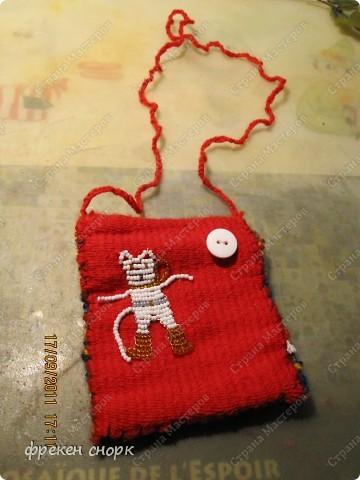 Подарили недавно игрушечный ткацкий станочек,получилась маленькая сумочка. никак придумать не могла,как ее использовать.положила туда некоторые мои первые поделки(лет 6 мне было,когда сделала)вот и решила выложить на сайте. фото 1