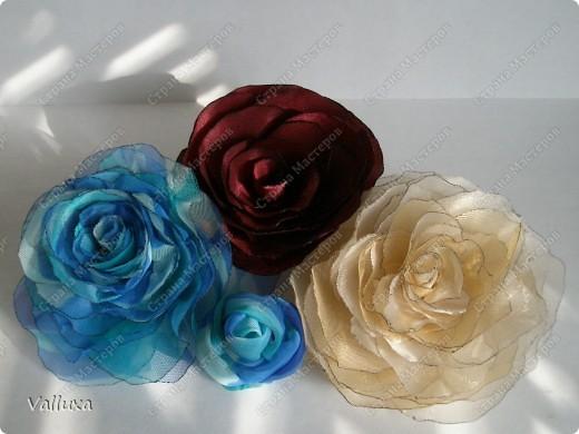 Мои похвастушки - аксессуары для особого случая из подручных материалов)))Увидив как-то в СМ красивейшие розы из органзы,все,решила я себе,у меня тоже обязательно должны быть такие же розы)))  фото 1