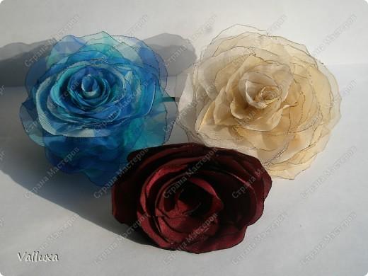 Мои похвастушки - аксессуары для особого случая из подручных материалов)))Увидив как-то в СМ красивейшие розы из органзы,все,решила я себе,у меня тоже обязательно должны быть такие же розы)))  фото 2