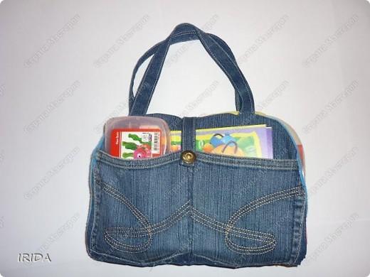 Летом я подарила дочке еще одну сумку - развивалочку. Она содержит в себе игры, интересные деткам с двух лет. Спереди я украсила сумку аппликацией из фетра. Дочка рассказывает и показывает на чем можно доехать к бабушке. фото 13