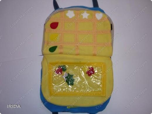 Летом я подарила дочке еще одну сумку - развивалочку. Она содержит в себе игры, интересные деткам с двух лет. Спереди я украсила сумку аппликацией из фетра. Дочка рассказывает и показывает на чем можно доехать к бабушке. фото 9