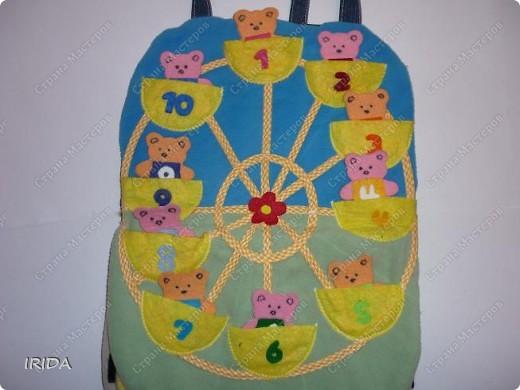 Летом я подарила дочке еще одну сумку - развивалочку. Она содержит в себе игры, интересные деткам с двух лет. Спереди я украсила сумку аппликацией из фетра. Дочка рассказывает и показывает на чем можно доехать к бабушке. фото 11