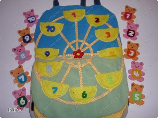 Летом я подарила дочке еще одну сумку - развивалочку. Она содержит в себе игры, интересные деткам с двух лет. Спереди я украсила сумку аппликацией из фетра. Дочка рассказывает и показывает на чем можно доехать к бабушке. фото 12