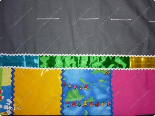 Коврик задумывался как игровой с развивающими элементами. Делала я его для маленького мальчика. Это общий вид коврика: три сюжетные картинки , дорога для машинок,радуга-лента и разноцветные квадраты из разнофактурных тканей. фото 8