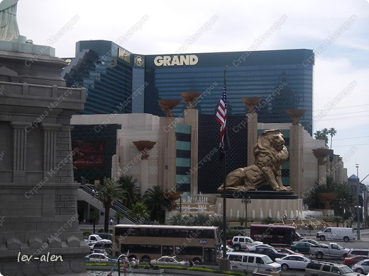 Как вы думаете, такое возможно? Вполне, причем проснувшись в Париже можно неспеша дойти на обед в Нью-Йорк, заглянув в Венецию, а затем отправится на пиратский остров. Я решила поделиться с вами рассказом об очень интересном городе, о котором слышали практически все. Это город-праздник, индустрия развлечений, и столица игорного бизнеса Лас-Вегас. фото 40