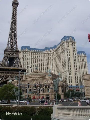 Как вы думаете, такое возможно? Вполне, причем проснувшись в Париже можно неспеша дойти на обед в Нью-Йорк, заглянув в Венецию, а затем отправится на пиратский остров. Я решила поделиться с вами рассказом об очень интересном городе, о котором слышали практически все. Это город-праздник, индустрия развлечений, и столица игорного бизнеса Лас-Вегас. фото 2