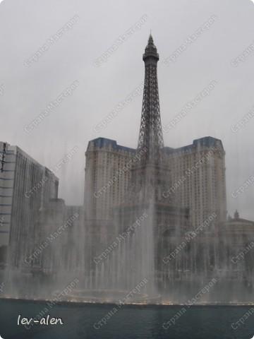 Как вы думаете, такое возможно? Вполне, причем проснувшись в Париже можно неспеша дойти на обед в Нью-Йорк, заглянув в Венецию, а затем отправится на пиратский остров. Я решила поделиться с вами рассказом об очень интересном городе, о котором слышали практически все. Это город-праздник, индустрия развлечений, и столица игорного бизнеса Лас-Вегас. фото 8