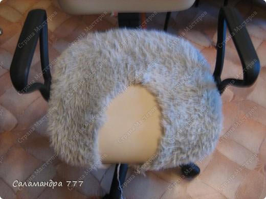 Чехол на стул я сшить решила, Чехлы я никогда не шила, Шарфик из травки служить был мне рад, Будет гламурный у стула наряд!!! фото 11