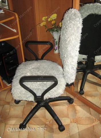 Чехол на стул я сшить решила, Чехлы я никогда не шила, Шарфик из травки служить был мне рад, Будет гламурный у стула наряд!!! фото 16
