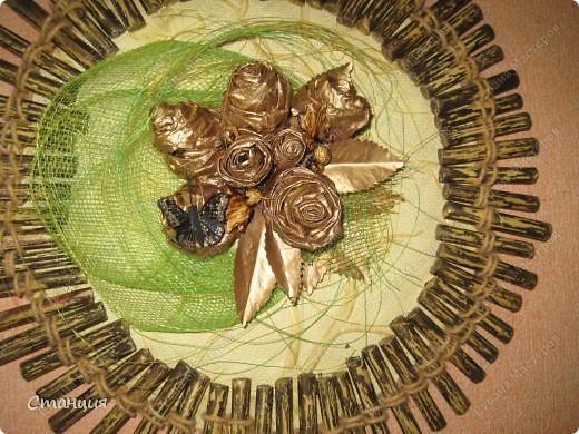 Привет Стране! Я сегодня со своим панно из любимых кленовых роз. Оно у меня давно висит, делала еще для своего юбилея, чтоб пустые места в комнате немного скрасить. Лялька тогда была махонькой совсем, и меня хватило только на вариант на втором фото. фото 8