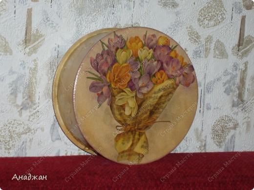 """Панно """"Корзина изобилия"""" Основа дерево, салфетка, подрисовка акриловыми красками, пастель. 2-х шаговый кракелюр, затирка золото. фото 7"""