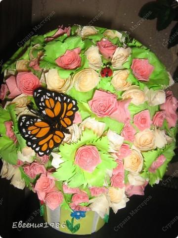Добрый вечер жители СМ!!!! Представляю вам свое новое творение, шар из роз, хотелось как то сделать его необычно, собственно говоря судить вам фото 4
