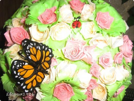 Добрый вечер жители СМ!!!! Представляю вам свое новое творение, шар из роз, хотелось как то сделать его необычно, собственно говоря судить вам фото 3