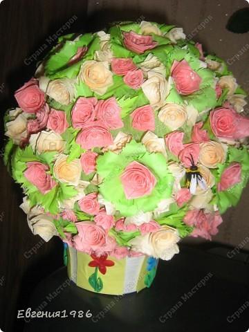 Добрый вечер жители СМ!!!! Представляю вам свое новое творение, шар из роз, хотелось как то сделать его необычно, собственно говоря судить вам фото 2