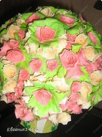 Добрый вечер жители СМ!!!! Представляю вам свое новое творение, шар из роз, хотелось как то сделать его необычно, собственно говоря судить вам фото 1