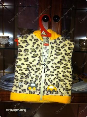 От жирафа осталась ткань. Хотела сшить толстовку, но ткани хватило только на жилет с капюшоном. фото 1