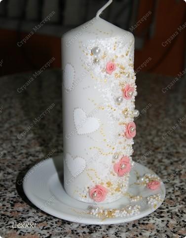 Сестра попросила сделать что-нибудь для подарка на свадьбу подруги. Так как свечи у меня уже опробованы и должны получиться, решила сделать еще одну. Спасибо Олесе Ф за вдохновение. Учусь по ее работам. И вот что у меня получилось: фото 2