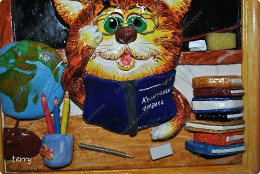 Давненько не выкладывала свои работы..... Буду исправляться)))))) Такую картину подарила дочке в класс в День знаний. Почему кот? Да потому что Учёный!!!))))  фото 2