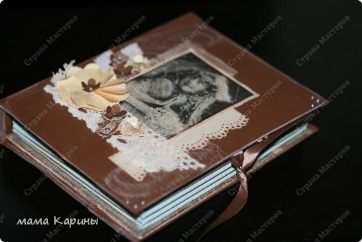 """Вновь и вновь приветствую всех заглянувших!!! Опять появился повод """"сотворить"""" что-то новенькое (у маминой подруги на днях был Д/Р). На этот раз мне нужно было упаковать подарочек....но мы как известно не ищем простых путей...и тут я вспомнила что видела в Стране коробочку в виде книги...решила сповторюшничать..... Но сповторюшничать решила в новом для меня стиле - стиле """"ВИНТАЖ"""" . Вот такая она получилась...... фото 6"""