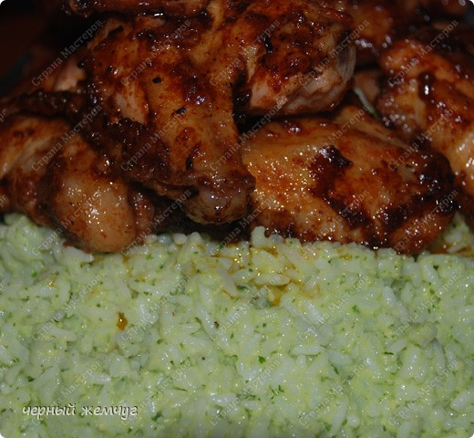 Зеленый рис с куриными крылышками фото 1