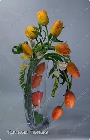 """Композиция тюльпаны с фрезиями """"перо жар-птицы"""", яркая и солнечная, для поднятия настроения в дождливый осенний день. Авторская работа. Цветы ручной работы из флористической полимерной глины (холодный фарфор).  Победитель конкурса керамической флористики FLEUR-PRIX 2011  фото 3"""