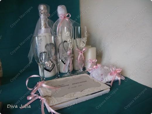 Второй свадебный набор (бутылки, бокалы, подушечка, свечи, альбом, рамка) фото 1