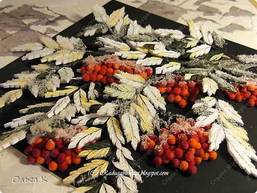 Доброе утро, Страна! Первый снег ещё не выпал, чему я  очень рада! Надеюсь даже ещё на бабье лето (обещают все-таки)...  Но вот зимней картины почему-то захотелось. Вернее, когда ещё крутила осеннюю рябину в 2010 году, уже тогда подумывала о зимней. И вот, наконец-то я её сделала! Между прочим, существует  ирландское сказание о Фраорте, в котором ягоды волшебной рябины, которые стережет дракон, могли заменить девять трапез, а, кроме того, были прекрасным средством для исцеления раненных, и прибавляли лишний год, к жизни человека.  фото 4