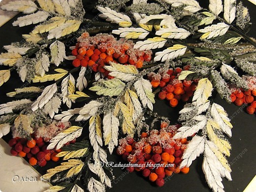 Доброе утро, Страна! Первый снег ещё не выпал, чему я  очень рада! Надеюсь даже ещё на бабье лето (обещают все-таки)...  Но вот зимней картины почему-то захотелось. Вернее, когда ещё крутила осеннюю рябину в 2010 году, уже тогда подумывала о зимней. И вот, наконец-то я её сделала! Между прочим, существует  ирландское сказание о Фраорте, в котором ягоды волшебной рябины, которые стережет дракон, могли заменить девять трапез, а, кроме того, были прекрасным средством для исцеления раненных, и прибавляли лишний год, к жизни человека.  фото 2