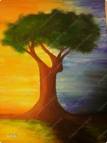 Рисовальщик из меня конечно ещё тот,но уж очень понравилось дерево http://stranamasterov.ru/node/249257?c=favorite  вот и нарисовала для себя что то похожее.Не рисовала со школы,а недавно надо было в школу плакат,так вот это второй рисунок , лет 20 кисточку в руки не брала. фото 1