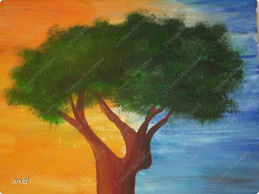 Рисовальщик из меня конечно ещё тот,но уж очень понравилось дерево http://stranamasterov.ru/node/249257?c=favorite  вот и нарисовала для себя что то похожее.Не рисовала со школы,а недавно надо было в школу плакат,так вот это второй рисунок , лет 20 кисточку в руки не брала. фото 2