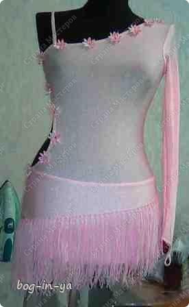 """Вот несколько платьев для танцев  латиноамериканской программы. Это платье немного украшено канзаши, по юбке бахрома( """"лапша"""" - так ее танцоры называют) фото 1"""
