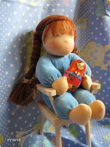 Вальдорфская кукла в пришивном комбинезоне фото 2