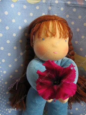 Вальдорфская кукла в пришивном комбинезоне фото 3