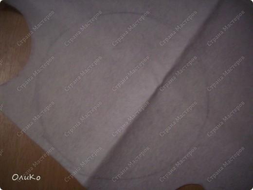 Теперь займемся нашим ковриком. Из белого фетра вырезаем круг, диаметром на несколько см превышающим диаметр горшка фото 1