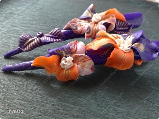 лепные цветы поверх заколки,для скрепления промазанной перед работой и обжигом клеем ПВА фото 1