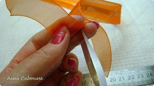 Красивые упаковочные бантики своими руками будут отличным дополнением к вашему подарку. И не нужно идти в магазин) фото 13