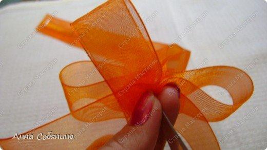 Красивые упаковочные бантики своими руками будут отличным дополнением к вашему подарку. И не нужно идти в магазин) фото 15