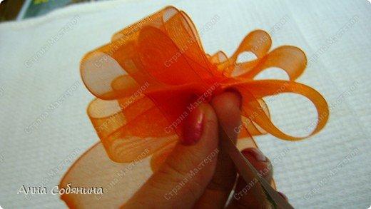 Красивые упаковочные бантики своими руками будут отличным дополнением к вашему подарку. И не нужно идти в магазин) фото 16