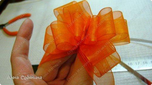 Красивые упаковочные бантики своими руками будут отличным дополнением к вашему подарку. И не нужно идти в магазин) фото 17
