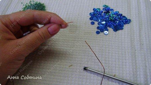 Цветы из пайеток. Вот такие цветочки можно использовать как самостоятельный букет или добавлять в готовую композицию для украшения. фото 3