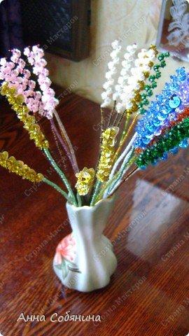 Цветы из пайеток. Вот такие цветочки можно использовать как самостоятельный букет или добавлять в готовую композицию для украшения. фото 22