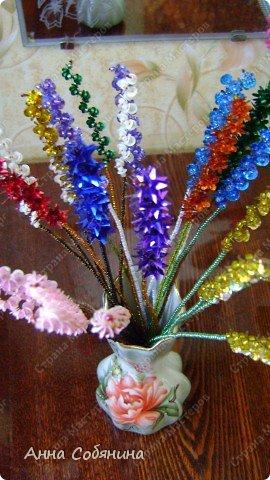 Цветы из пайеток. Вот такие цветочки можно использовать как самостоятельный букет или добавлять в готовую композицию для украшения. фото 23